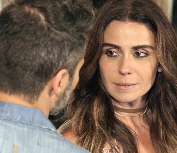 Alice e Mario conversam após separação e tentam retomar amizade (Foto: TV Globo)