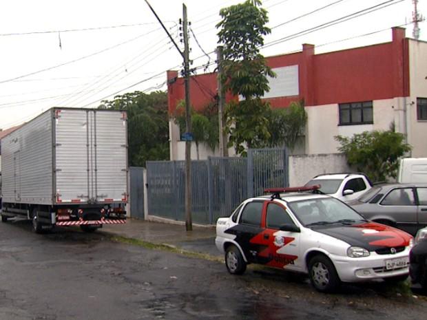 Caminhão com produtos apreendidos que podem ser do Magazine Luiza (Foto: Reprodução EPTV)