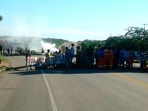 MST fechou a BR-304 perto de Mossoró, no Rio Grande do Norte (Foto: Sara Cardoso/ Inter TV Cabugi)