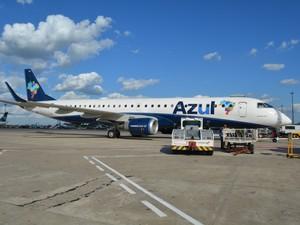 Em Viracopos, Avião da Azul se prepara para decolagem  (Foto: Júlia Groppo/G1)