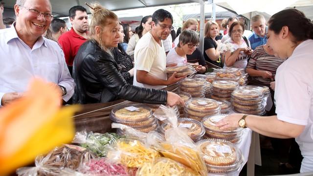 Centenas de pessoas estiveram no Festival de Cucas (Foto: Marcelo Kupicki/Divulgação)