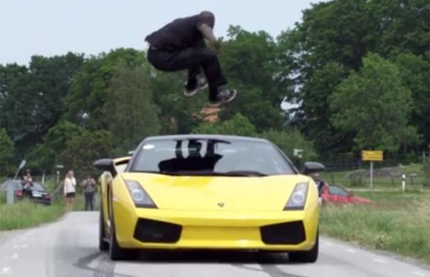 Homem fez manobra arriscada ao saltar Lamborghini a mais de 130 km/h na Su�cia (Foto: Reprodu��o/YouTube/Critical)