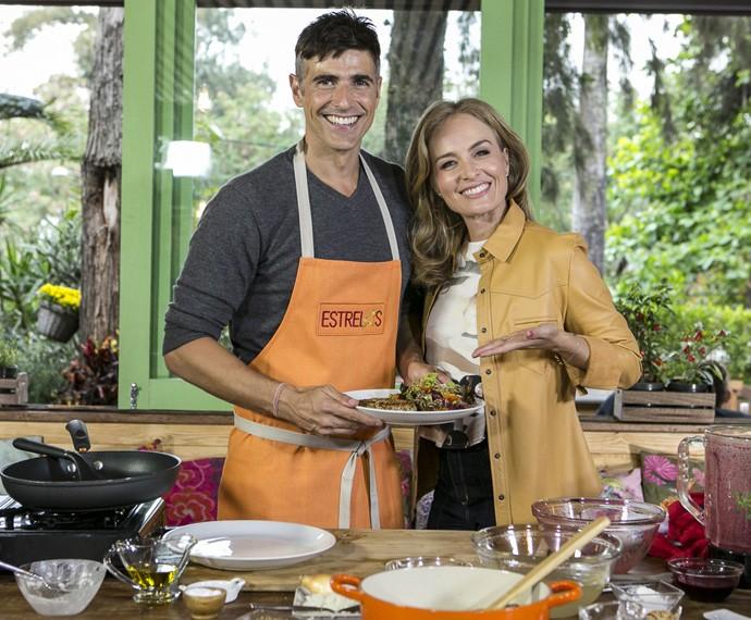 Fã de comida saudável, Gianecchini ensinou uma de suas especialidades para Angélica (Foto: Inácio Moraes/Gshow)