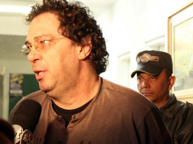 Casagrande deixa delegacia onde caso foi registrado (Foto: Edison Temoteo/Futura Press/Estadão Conteúdo)