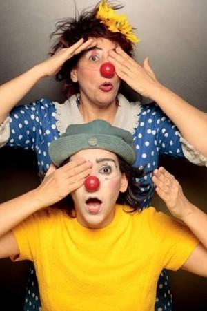 A peça tem tiradas engraçadas, como jogos de palavras e brincadeiras com músicas (Foto: Divulgação/ Julia Parpulov)