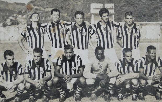 Da esquerda para a direita: Cotoco, Isaias, Vistuim, Gabino e Toledo, Blozi, Sílvio, Branquinho, Jorginho e Zé do Correio (Foto: Leonardo Simonini / Globoesporte.com)