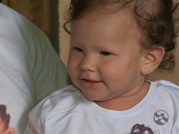 Menina com doença rara aguarda transplante de medula óssea (Foto: Reprodução/ TV Asa Branca)