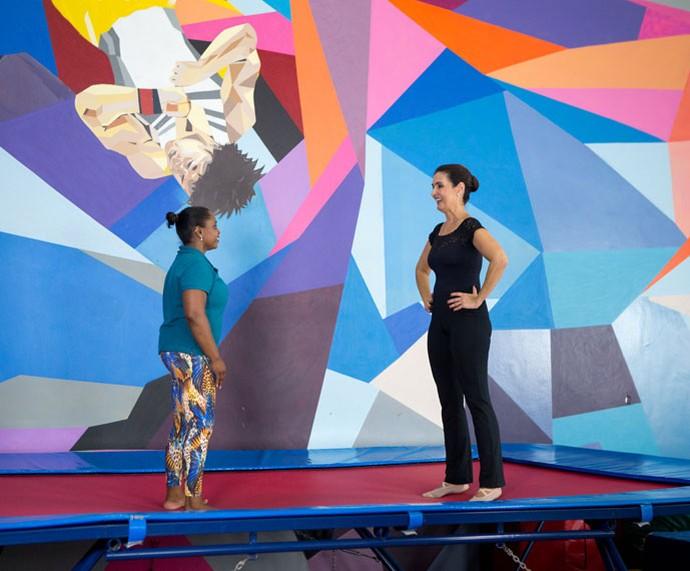 Daiane dá aula de ginástica artística para Daiane (Foto: Fabiano Battaglin/Gshow)