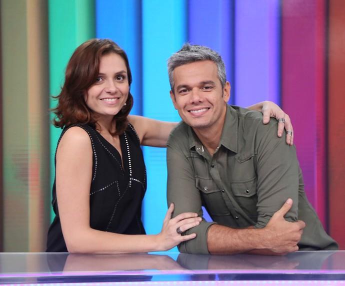 Monica Iozzi e Otaviano Costa posam na bancada do Vídeo Show (Foto: Isabella Pinheiro / Gshow)