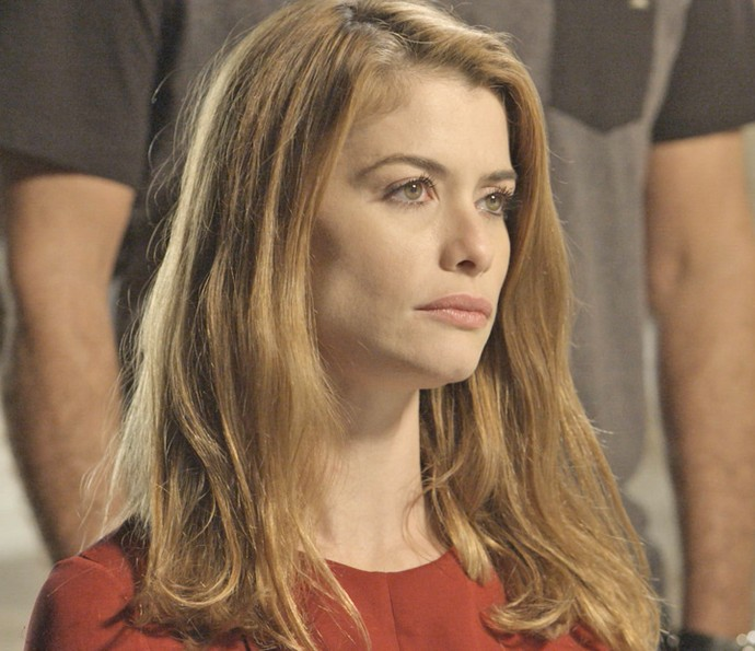 Lívia escuta atentamente a médica (Foto: TV Globo)