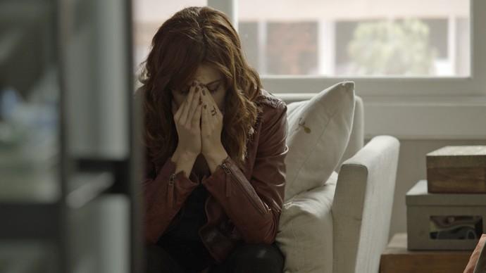 Ana Luiza sofre com a descoberta (Foto: TV Globo)