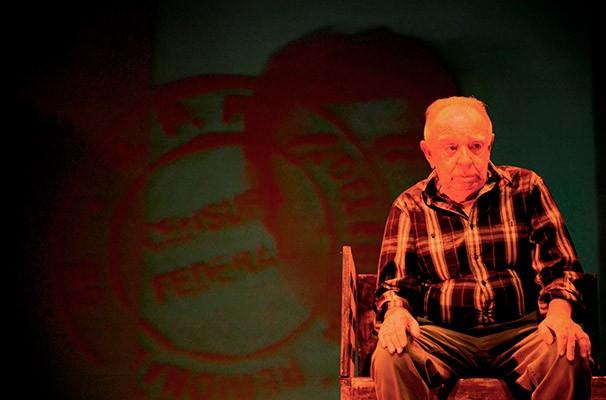 O diretor Ernesto Piccolo conseguiu resumir 76 anos de carreira do ator em dois meses (Foto: Divulgação)