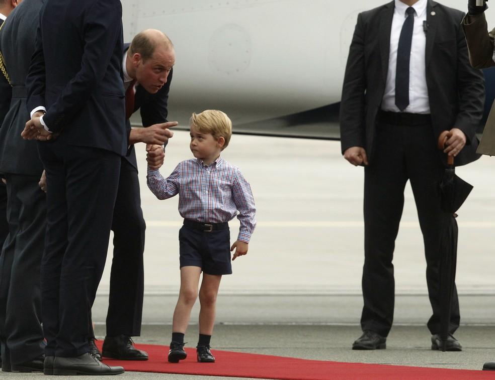 Príncipe William e príncipe George chegam à Polônia (Foto: AP Photo/Czarek Sokolowski)