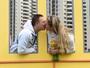 Beijo, mãos dadas e camas unidas: a rotina de Felipe e Rosane na Vila