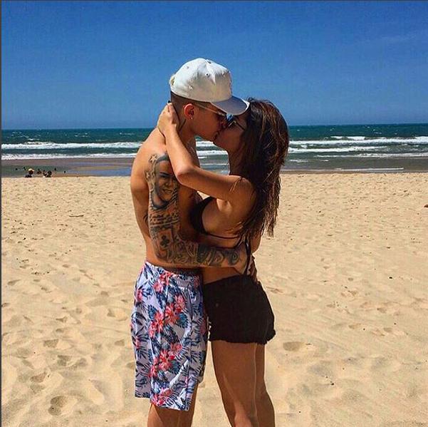 MC Gui beija namorada (Foto: Reprodução/Instagram)