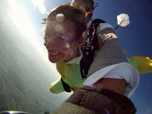 Empresário deu um salto de paraquedas de presente para namorada (Foto: Acervo Pessoal)