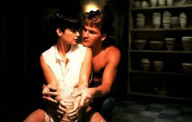 """Demi Moore e Patrick Swayze em """"Ghost"""" (Foto: Reprodução)"""