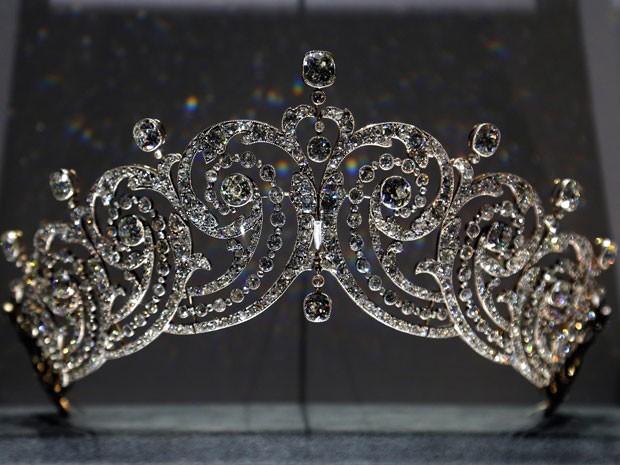 Tiara criada pela Cartier e que faz parte da exposição (Foto: François Guillot/AFP)