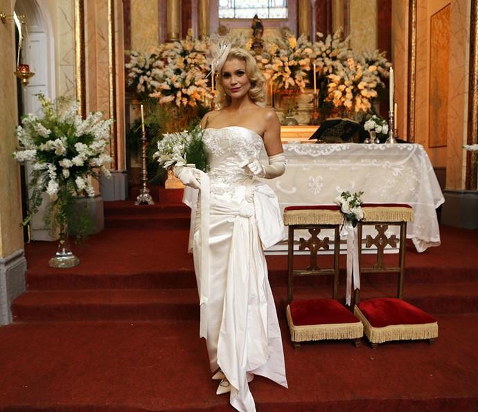 Vestido de noiva de Sandra tem estilo sereia retrô (Foto: Pedro Carrilho/Gshow)