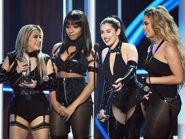 Ally Brooke, Normani Kordei, Lauren Jauregui e Dinah Jane, do Fifth Harmony, em prêmio em Los Angeles, nos Estados Unidos (Foto: Kevin Winter/ Getty Images/ AFP)