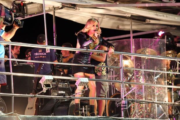 Claudia Leitte se apresenta no trio em Salvador (Foto: Mauro Zaniboni / Ag Haack)