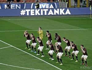 BLOG: Haka rossonero: ação publicitária antes de jogo do Milan causa polêmica com tiffosi
