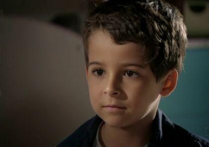 """Luiz Felipe Mello em cena de """"Salve Jorge"""" como Junior (Foto: Reprodução)"""