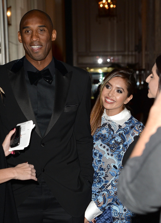 O jogador de basquete Kobe foi acusado de trair Vanessa inúmeras vezes durante sue noivado, fora isso também foi criminado de agressão sexual em 2003 – contudo, as queixas foram retiradas porque a mulher recusou-se a depor. Desde então, os rumores sugeriram que Kobe traiu sua mulher por vários anos, incluindo com uma produtora do reality show 'Keeping Up With the Kardashians'. Vanessa chegou até a preencher os papéis do divórcio, mas o casal cancelou a separação. (Foto: Getty Images)