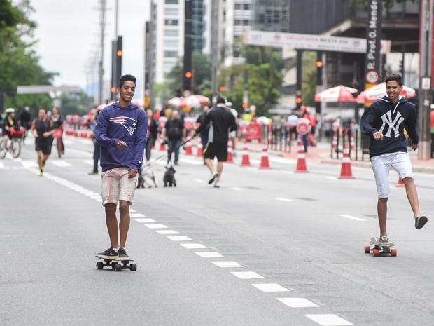 Skatistas no primeiro dia de abertura oficial da Paulista (Foto: Flávio Moraes/G1)