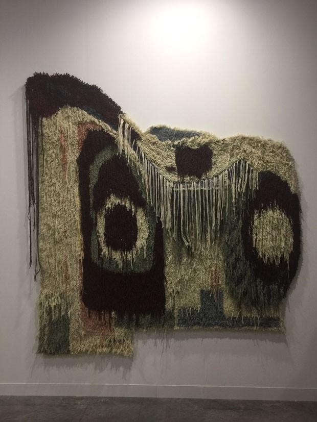 Amei a tapeçaria de Caroline Achaintre, batizada de BiaUltra, na galeria Art Concept, de Paris (Foto: Taissa Buescu)