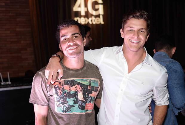 Thiago Martins e Klebber Toledo (Foto: Ari Kaye/Divulgação)