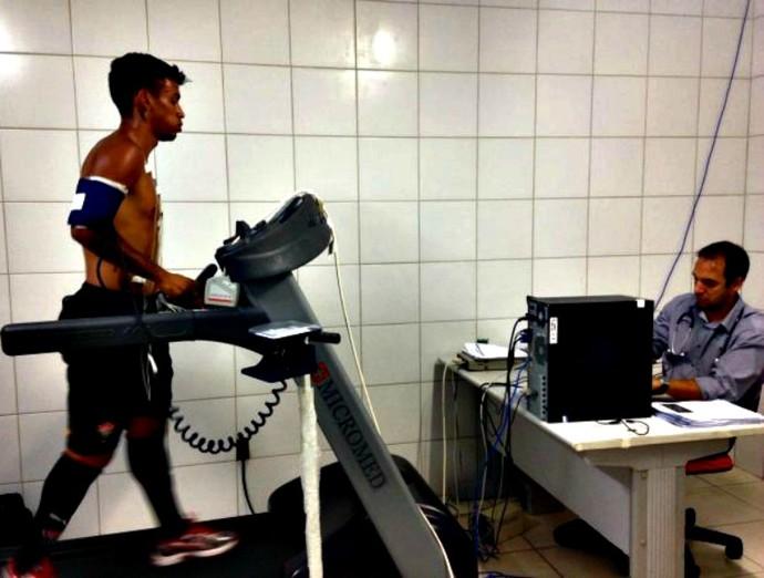 Meia Vander realiza exames médicos da pré-temporada do Vitória (Foto: Divulgação/E.C. Vitória)
