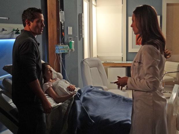 Paloma acredita que Bruno seja o pai biológico de Paulinha e possa doar parte do fígado (Foto: Amor à Vida / TV Globo)