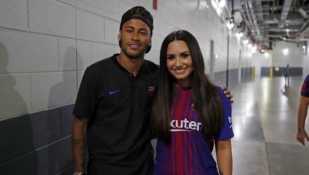 Bruna Marquezine curte comentário que supõe affair entre Neymar e Demi Lovato