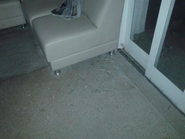 Vidros foram destruídos pela explosão em Boa Esperança do Sul (Foto: Cidinha Romano/Arquivo Pessoal)