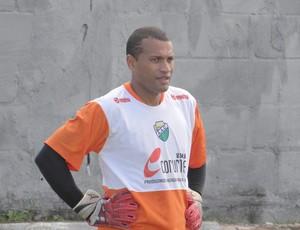 Santos, goleiro do Coruripe (Foto: Leonardo Freire/GLOBOESPORTE.COM)