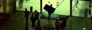 No Rio, grupo usa protesto  para depredar e saquear loja (Reprodução/GloboNews)