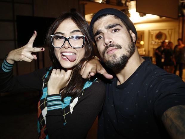 Caio Castro mostra boa sintonia com Maria Casadevall durante coletiva de imprensa (Foto: Caio Castro/Gshow)