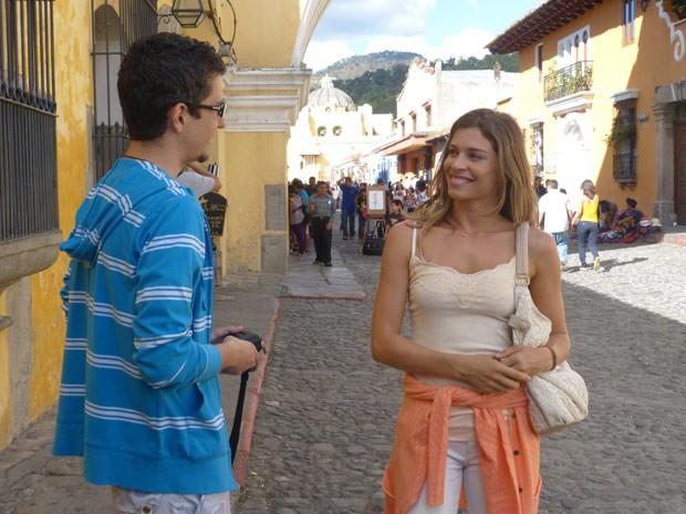 Até na Guatemala, Grazi encontrou um admirador de seu trabalho (Foto: Flor do Caribe/ TV Globo)