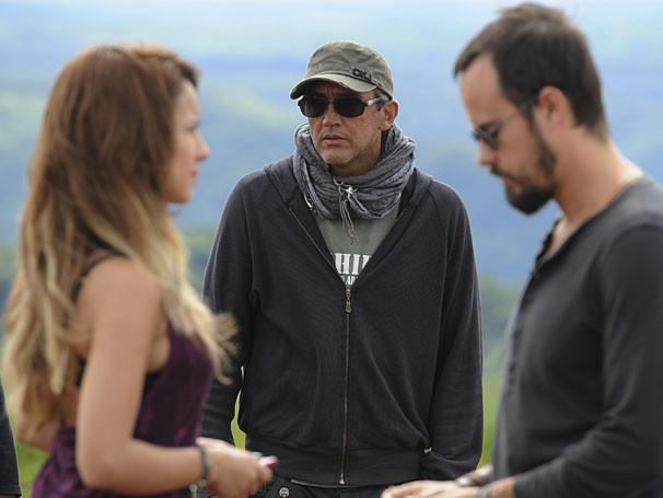 Paulinho Vilhena e Andreia Horta gravam cenas de A Teia, que estreia em janeiro, na Globo (Foto: Estevam Avellar / TV Globo)