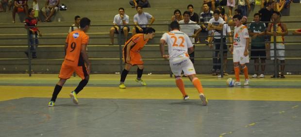 O Pacaraima dominou todo o segundo tempo e depois de garantir a virada, conquistou o título da III Taça Alamir Casarim (Foto: Rodrigo Litaiff/GLOBOESPORTE.COM)