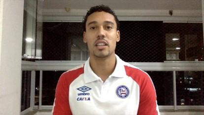 Atacante do Bahia, autor do gol do título, comemora a conquista da Copa do Nordeste
