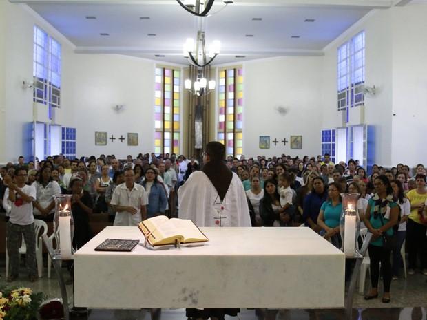 beac447a0d90 Santuário de Santa Rita recebeu milhares de fiéis para a festa da padroeira  (Foto: