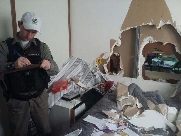 Criminosos quebram parede de apartamento em São Sepé RS (Foto: Bruno Garcia/Jornal do Garcia)