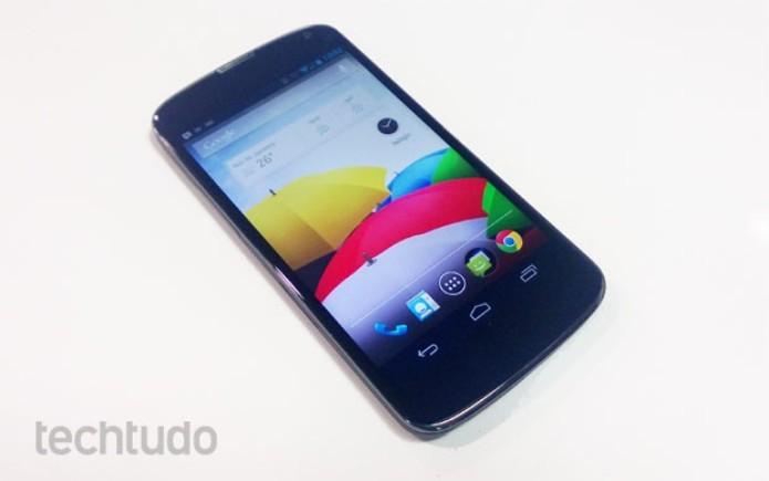 Nexus 4, o smartphone top de linha do Google (Foto: Isadora Díaz/TechTudo)