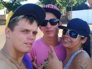 Três dos desaparecidos fizeram uma foto antes de sumir (Foto: Arquivo pessoal)
