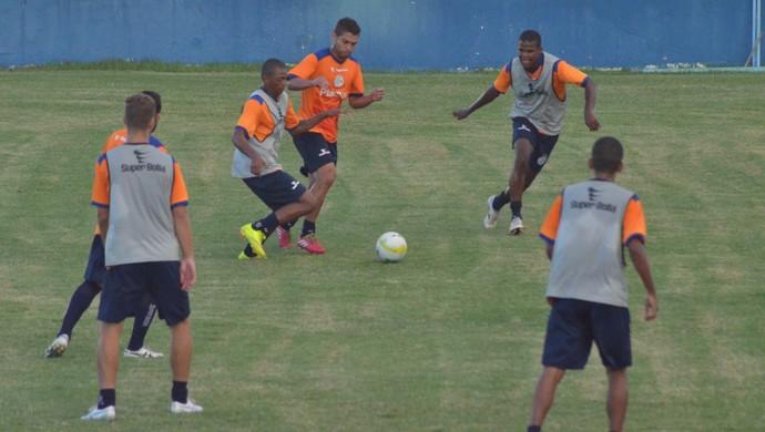 Confiança fez coletivo com 12 de cada lado nesta terça (Foto: Felipe Martins)