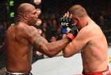 Maldonado faz luta decepcionante e é derrotado por Rampage no UFC 186