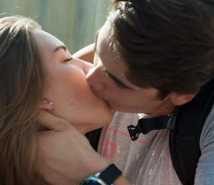 Rodrigo aceita namorar Flávia (Foto: TV Globo)