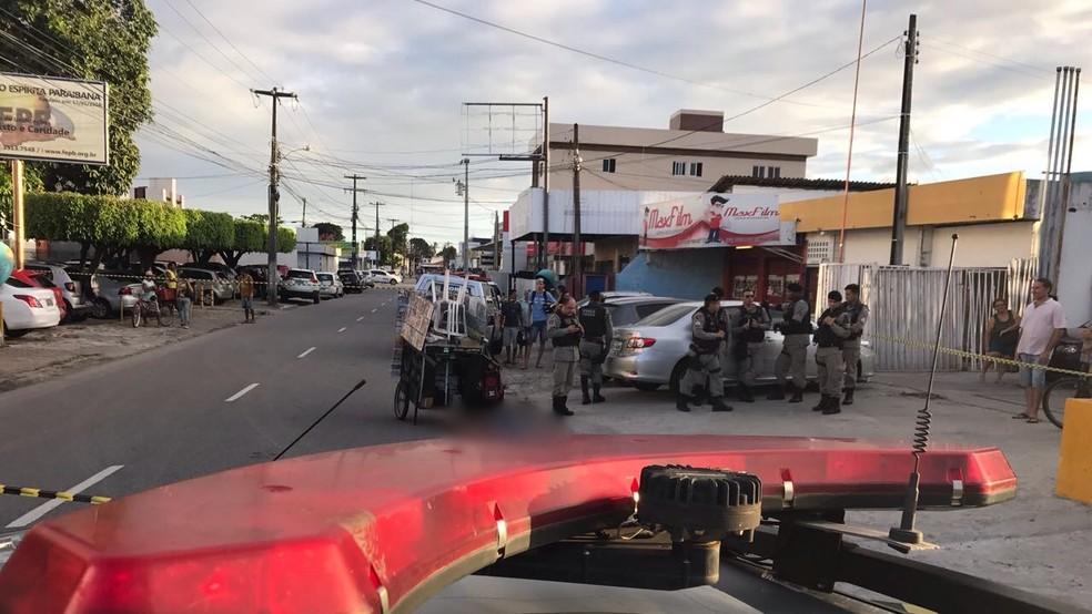 A PM disse que os pertences da vítima não foram levados e descarta a hipótese de assalto (Foto: Walter Paparazzo/G1)